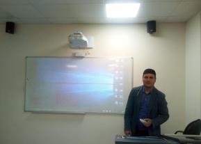 """دورة تدريبية بعنوان"""" كيفية استخدام المنصة الالكترونية التعليمية و البروجكتور"""""""