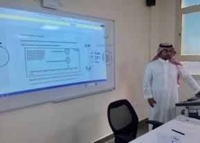 قسم اللغة الانجليزية يفتتح أولى محاضراته العلمية اللامنهجية