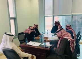 يعقد مدير عـام الإدارة اجتماعاً مع لجنة الطوارئ